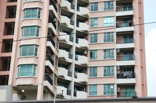 Hơn 640 căn hộ của 3 tòa nhà nhưng chỉ có chưa đến 20 hộ dân sinh sống.