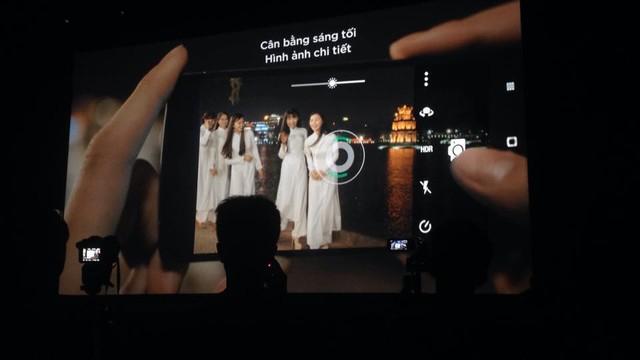Camera trước 13MP với nhiều tính năng.