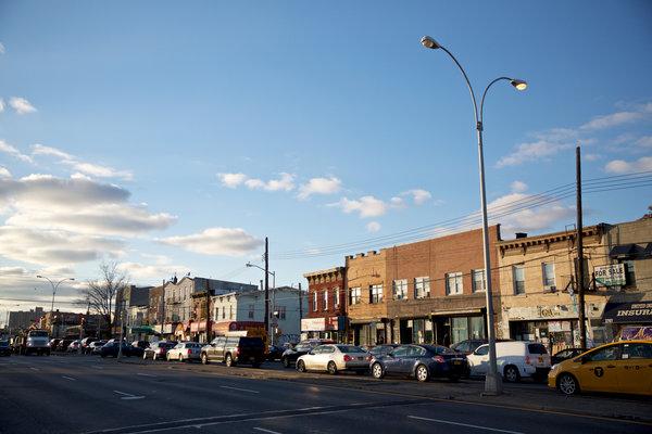 Một dãy các cửa hiệu trên đại lộ Atlantic, Đông New York, một khu vực có thể cất cánh trong năm nay.
