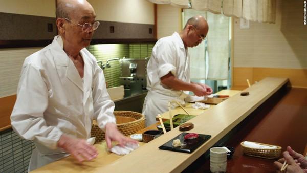 Các đầu bếp tại nhà hàng Nhật thường chuyên về một công đoạn, hay một món ăn.