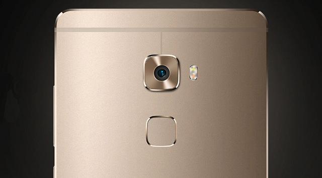 Những đường nét rất giống trên dòng HTC One.