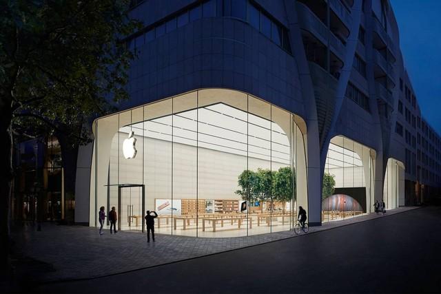 Giống với nhiều Apple Store khác, cửa hàng này sử dụng nhiều gỗ tự nhiên và cây xanh trong nhà, mang lại cảm giác cực thoải mái cho những vị khách.