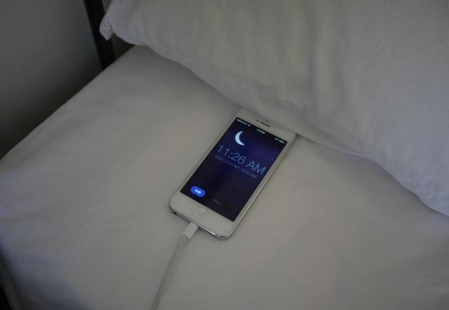 Sạc điện thoại qua đêm sẽ chẳng có vấn đề gì hết.