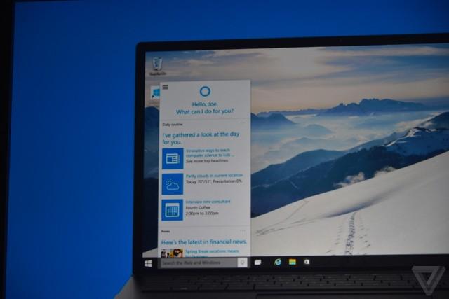 Cortana trên PC sẽ được đặt trên taskbar và hỗ trợ tìm kiếm bằng giọng nói.