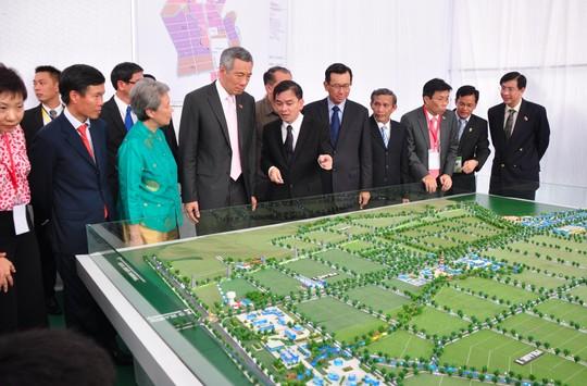 Năm 2013, Thủ tướng Singapore Lý Hiển Long đã đến Quảng Ngãi tham dự lễ khởi công dự án VSIP Quảng Ngãi. Hiện dự án VSIP Quảng Ngãi đang được triển khai, nâng quy mô với số vốn hàng ngàn tỉ đồng. Ảnh: Tử Trực