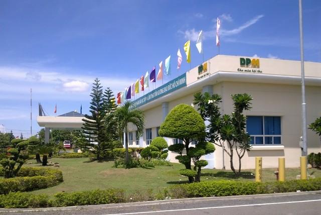 Khu hội trường và ban quản lý nhà máy. Năm ngoái, Đạm Phú Mỹ đã đầu tư một hội trường 2.700m2 để phục vụ hội họp, làm phòng truyển thống…