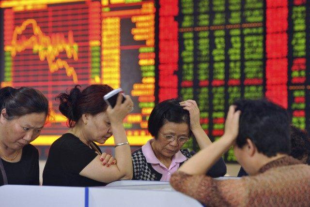 Tâm trạng của các nhà đầu tư khi thị trường chứng khoán lao dốc