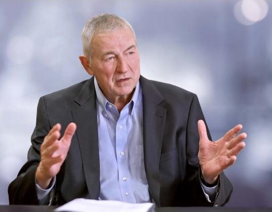 CEO Jim Goodnight của SAS. Trách nhiệm chính của các nhà lãnh đạo SAS là tạo điều kiện thuận lợi cho sự nghiệp thành công của các nhân viên khác, không phải của riêng của họ.