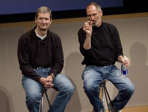 Tim Cook và Steve Jobs trả lời các câu hỏi sau buổi công bố sản phẩm vào ngày 7/8/2007 tại Cupertino, California. Nguồn ảnh: David Paul Morris
