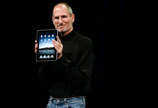Steve Jobs giới thiệu iPad mới trong một sự kiện đặc biệt của Apple vào ngày 27/1/2010 tại San Francisco. Nguồn ảnh: Ryan Anson