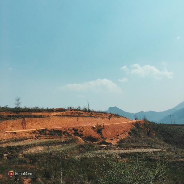 Đường từ Y Tý lên Trang trại rau chân núi Lảo Thẩn, tuy đường xấu và khó đi nhưng cảnh lại rất đẹp.