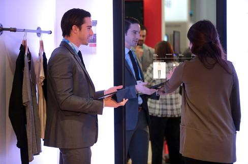 Chiếc gương tương tác được trưng bày tại hội nghị của Hiệp hội các nhà bán lẻ vào ngày 18.01.2016 tại New York, Mỹ