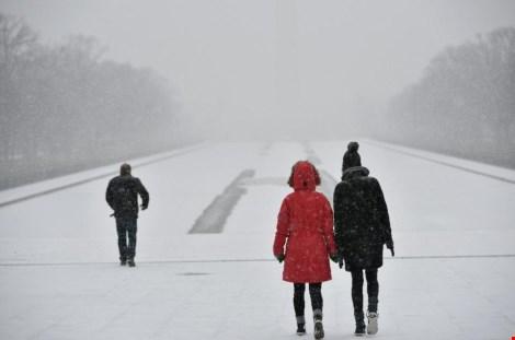 Washington bị ảnh hưởng nặng với lượng tuyết dự báo sẽ rơi dày hơn 60 cm tại đây. (Ảnh: AFP)