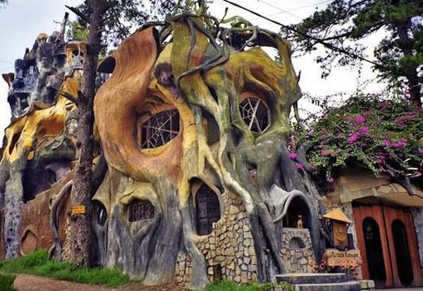 Crazy house đã lọt vào Top 10 ngôi nhà kỳ dị nhất thế giới.