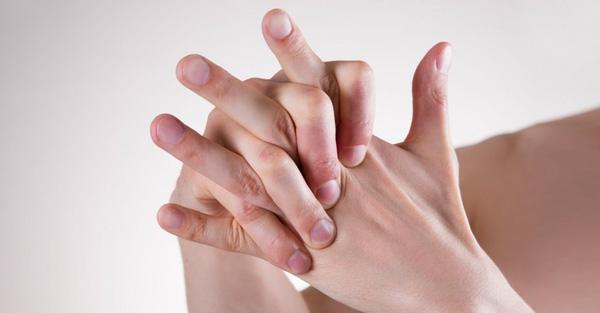 Đau đầu ngón tay cảnh báo nhiều bệnh nguy hiểm. (Ảnh minh họa: Internet)