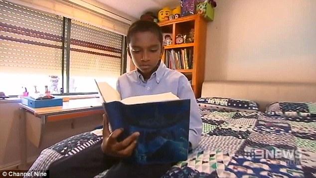 Cậu bé luôn nỗ lực và từ học mà không cần sự hối thúc từ gia đình
