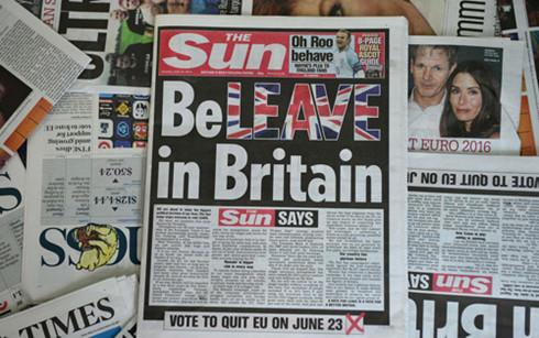 Thông tin về cuộc trưng cầu ý dân tràn ngập trên các mặt báo ở Anh. (Ảnh: AFP)