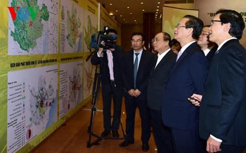 Thứ trưởng Bộ Xây dựng Nguyễn Đình Toàn báo cáo với Thủ tướng về đồ án quy hoạch