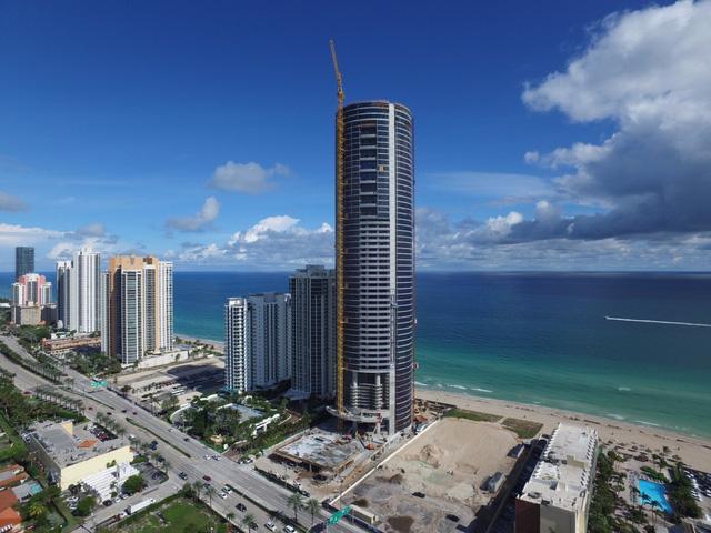 Toàn cảnh tòa tháp đang trong giai đoạn hoàn thiện