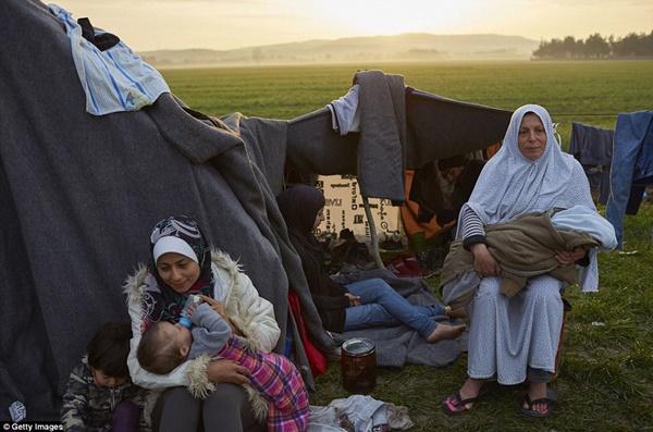 Những lều tạm để cả gia đình sống qua ngày.
