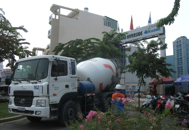 Ngoài việc đang là nhà thầu thi công nhiều dự án lớn, tập đoàn Hòa Bình và các công ty con đang sở hữu khá nhiều quỹ đất tốt tại Bến Vân Đồn.