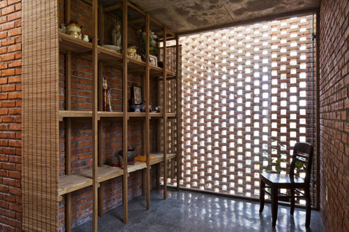 Một góc trang trọng và riêng tư nhất trong nhà dùng làm nơi thờ cúng.