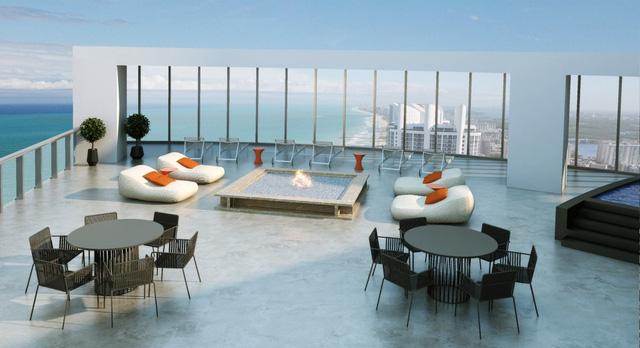 Phòng khách đẹp lung linh với bể bơi ngay bên cạnh