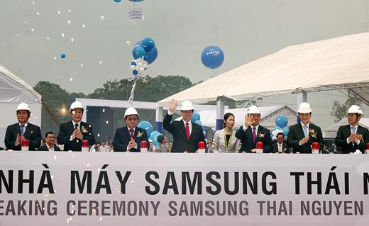 Nguyên Thủ tướng Nguyễn Tấn Dũng tham dự khởi công dự án Nhà máy Samsung Thái Nguyên.