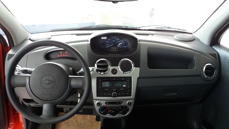 Nội thất đơn giản của Chevrolet Spark Van.