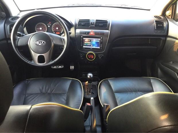 Nội thất của Kia Morning 2012 phiên bản lắp ráp trong nước (khác với kiểu thiết kế mới của xe nhập khẩu).