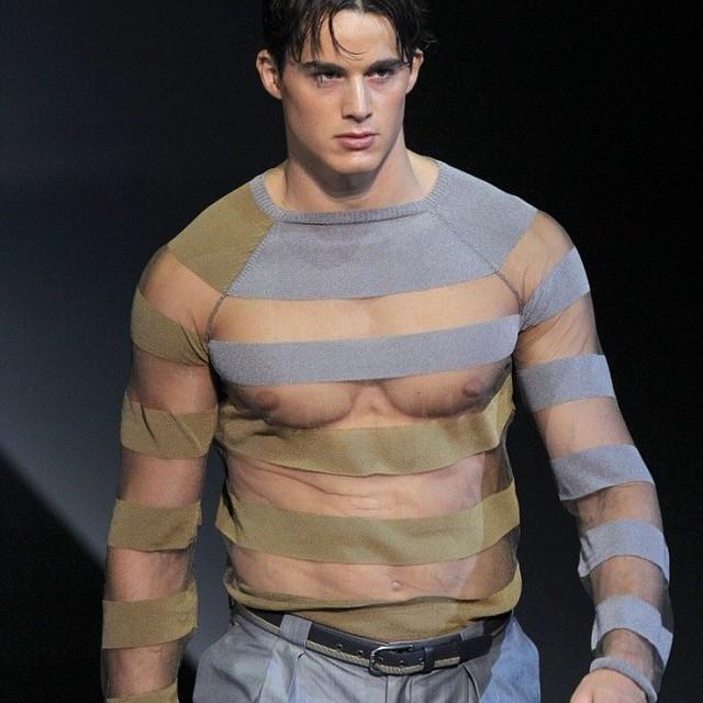 Sau đó vào năm 18 tuổi, Boselli cũng từng cộng tác dưới cương vị người mẫu cho Armani đồng thời làm việc với các thương hiệu khác như Moschino, Equinox hay tạp chí Vogue.
