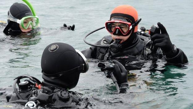 Yasuo học lặn (Ảnh: Getty Images)