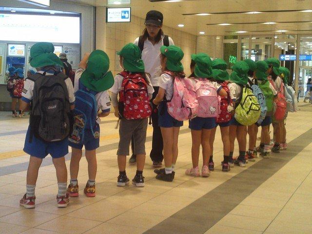 Mặc quần đùi đi học bất chấp thời tiết là một nét văn hóa ở Nhật Bản.