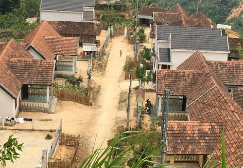 Những nhà được xây theo kiểu biệt thự, với số tiền từ vài trăm triệu đến cả tỷ đồng/căn.