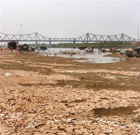 Sông Hồng mùa nước cạn - Ảnh: Hoài Linh
