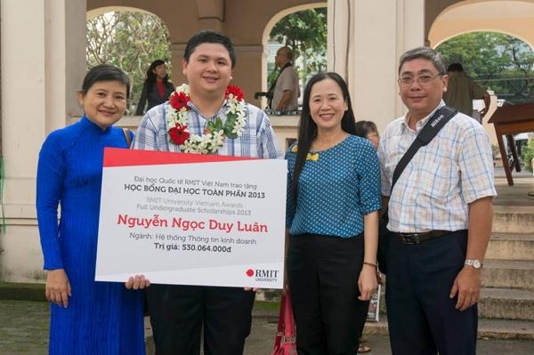 Duy Luân nhận học bổng toàn phần của Đại học RMIT - Ảnh: FBNV