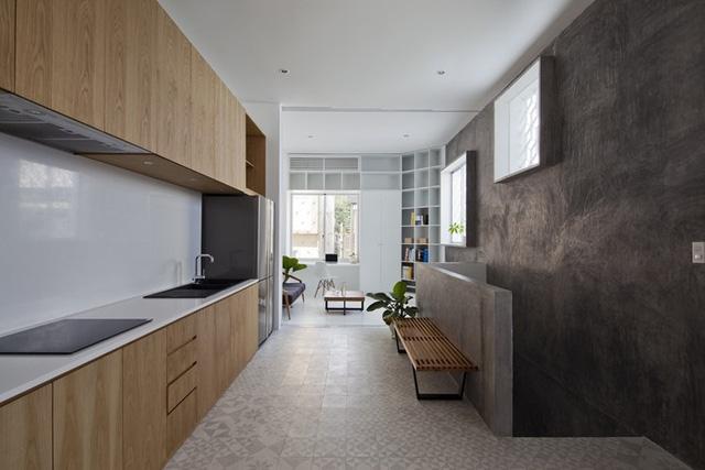 Khu bếp ăn được thiết kế thoáng đãng và sạch sẽ.