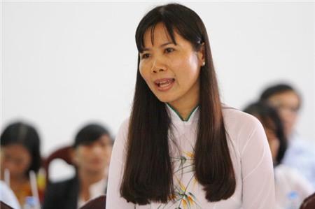 Bà Nguyễn Thúy Kiều Tiên, phó viện trưởng Viện lúa ĐBSCL, trình bày khó khăn của đời sống người làm khoa học khi mức lương quá thấp trong buổi làm việc với Thủ tướng Nguyễn Xuân Phúc sáng 13-6 - Ảnh: CHÍ QUỐC