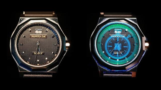 Mặt đồng hồ với watermark trước và khi chiếu đèn cực tím