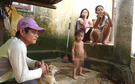 Người dân Bắc Trà My sống trong tâm trạng hoang mang vì động đất. Ảnh: LÊ PHI