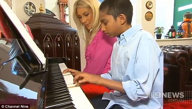 Không chỉ là một thần đồng, Sharvin còn là một nghệ sĩ piano điêu luyện