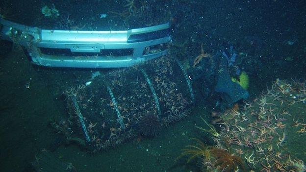 Một tàu lặn thăm dò tìm kiếm nạn nhân ở độ sâu 546 mét (Ảnh: Jamstec)