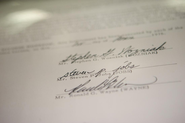 Bản hợp đồng lịch sử đã khai sinh Apple