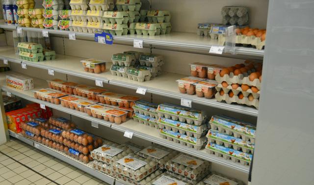 Trứng bán trong một siêu thị ở Pháp, không cần ngăn lạnh