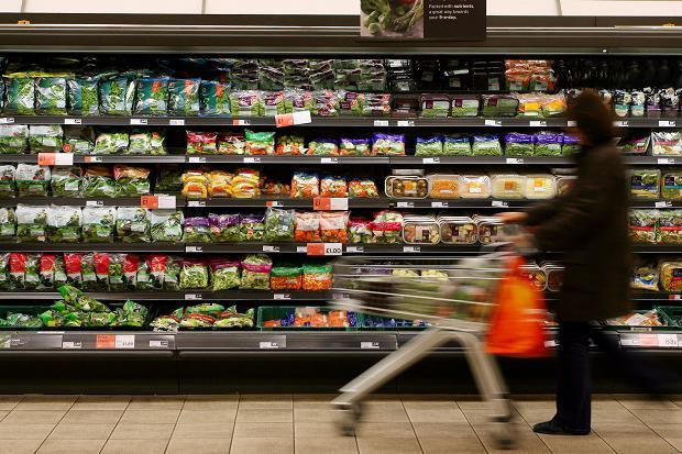 Những gói rau quả cắt sẵn cũng được xếp vào nhóm thực phẩm chế biến