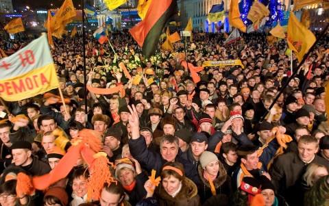 Những hình ảnh biểu tình trong Cách mạng cam như thế này tại Ukraine giờ chỉ còn là quá khứ. Ảnh Reuters