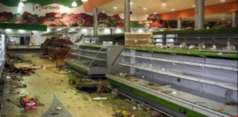 Một siêu thị ở Venezuela bị cướp sạch hàng hóa, thực phẩm. (Ảnh: THE MONTSERRAT REPOTER)