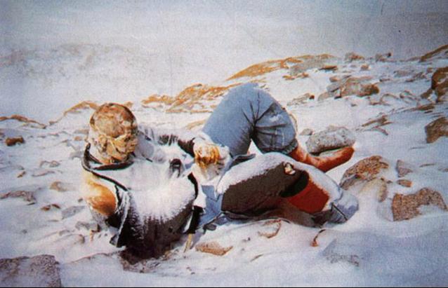 Hannelore Schmatz, mọi người cho rằng cô đã dựa người nghỉ chân và không bao giờ tỉnh dậy. Cách chết này phổ biến nhất tại nơi đây.