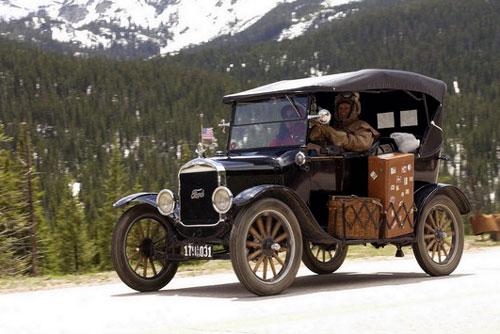 8. Ford Model T (1908-1927, doanh số: 16,5 triệu chiếc).