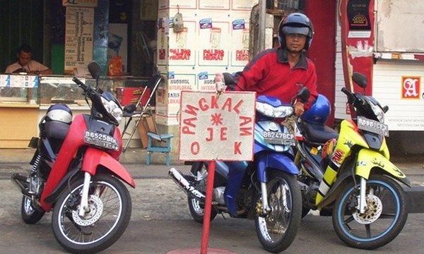 Để có thể tồn tại và phát triển trong môi trường khốc liệt, các công ty xe ôm ở Indonesia luôn không ngừng nghĩ ra những chiêu thức độc đáo nhằm thu hút khách hàng.